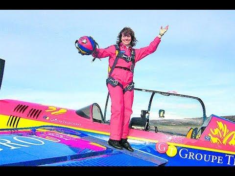 Cruel prank of woman pilot.