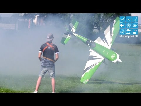 Torque & Crash Extra 330SC Dennis Gutowsky MULTIPLEX Airshow Bruchsal 2017