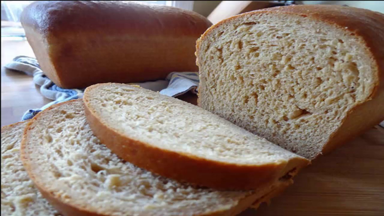 Who bakes bread on a yeastless leaven himself share recipes