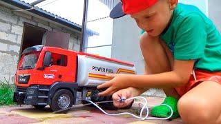 Бензовоз BRUDER помогает  Бетоновозу  который поломался Машинки для детей