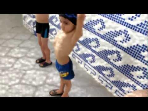 6 Old Year Swimmers (Üzgüçülük)
