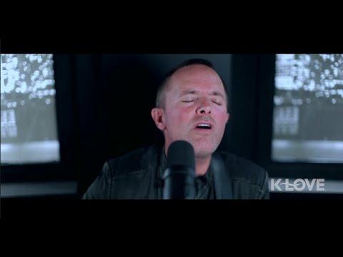 """Chris Tomlin """"Jesus Love Me"""" LIVE at K-LOVE"""