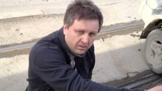 Автохам негодует и яростно доказывает, что трамвай создал ему помеху для разворота