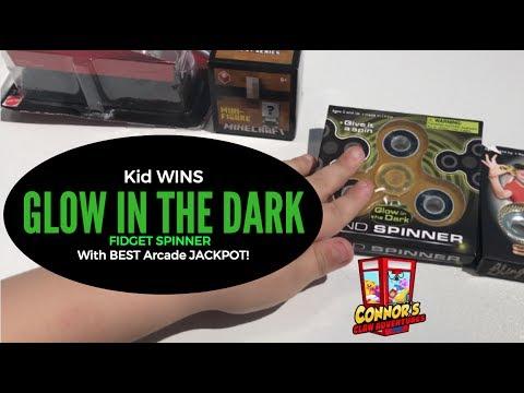 😳Winning GLOW in the DARK Fidget Spinner from the ARCADE!😳