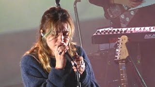 Clairo - Impossible / Softly, Paradiso Noord 16-12-2019