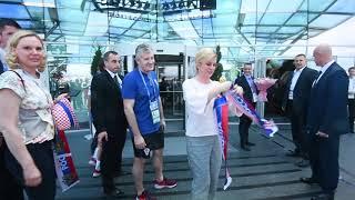 Predsjednika Kolinda Grabar-Kitarović ispred hotela Radisson Blu