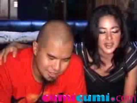 Dewi Perssik Dan Ahmad Dhani Ada Rasa Saling Kagum - CumiCumi.com