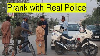 Prank With Honest Police inspector traffic - Pakistan