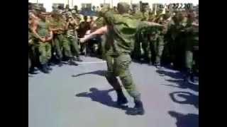 Кавказцы танцуют лезгинку в волгаграде