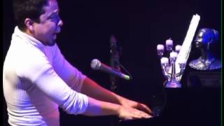 """Exercises in free love"" piano e voz por Marconi Araujo."