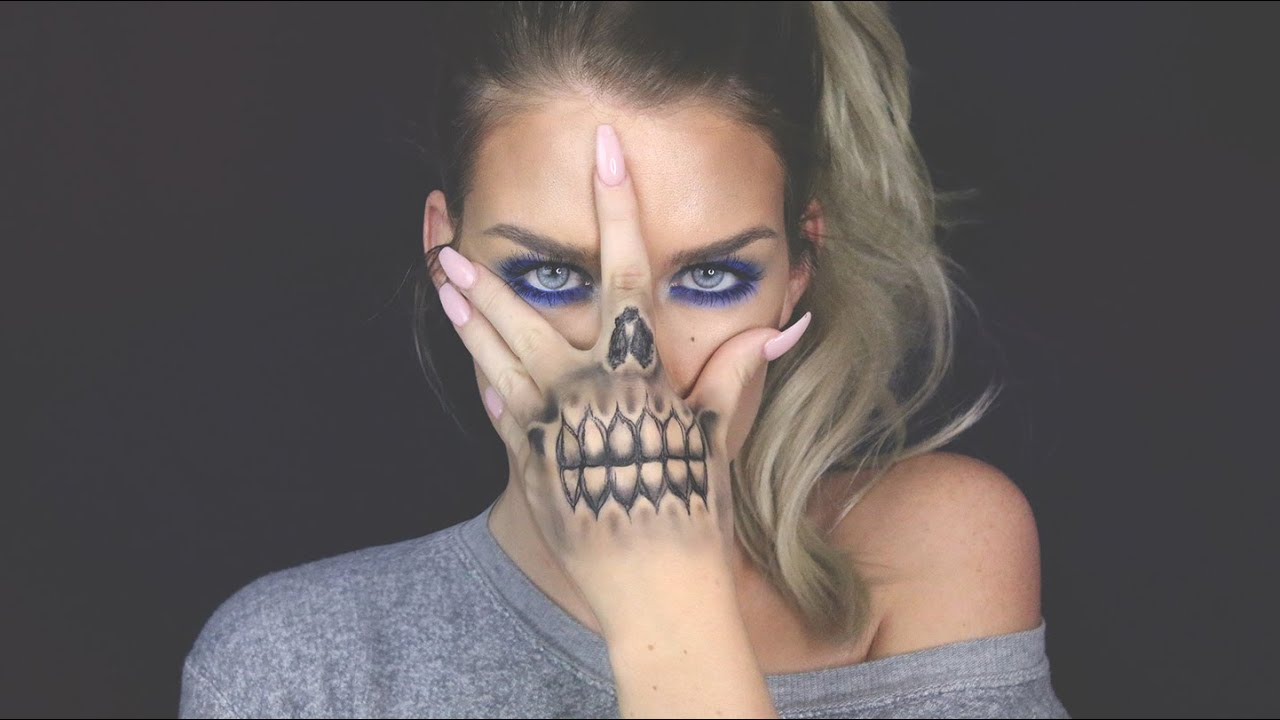 Blue Eyes Skull Hand Youtube