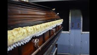 SIN U POŽEGI Sahranjivao Majku Ali Kad je Otvorio Kovčeg Umalo Nije Umro