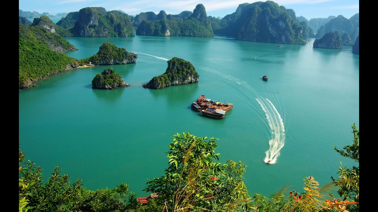 viet nam tourism Travel in vietnam is the unforgettable opportunity for you to learn about a long-lasting history country with peaceful life, honest people to get insight into the glamor vietnam tourist can join in various activities in vietnam tours like classic, cultures, trekking, biking, cruising, beach holidays.