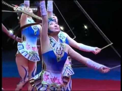 """The """"Gorgeous Girls"""" of diabolo at Zhuhai Int'l Circus Festival"""