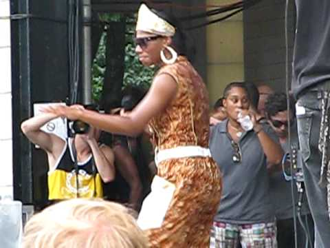 Santigold - Killing an Arab (The Cure cover) @ Lollapalooza 2009 in Chicago