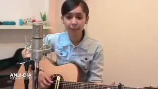 cewek cantik main gitar   dia anji  tuhan ku cinta dia