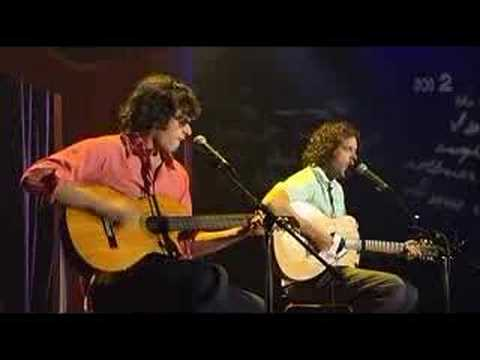 Flight Of The Conchords - Frodo, Don't Wear The Ring (live)