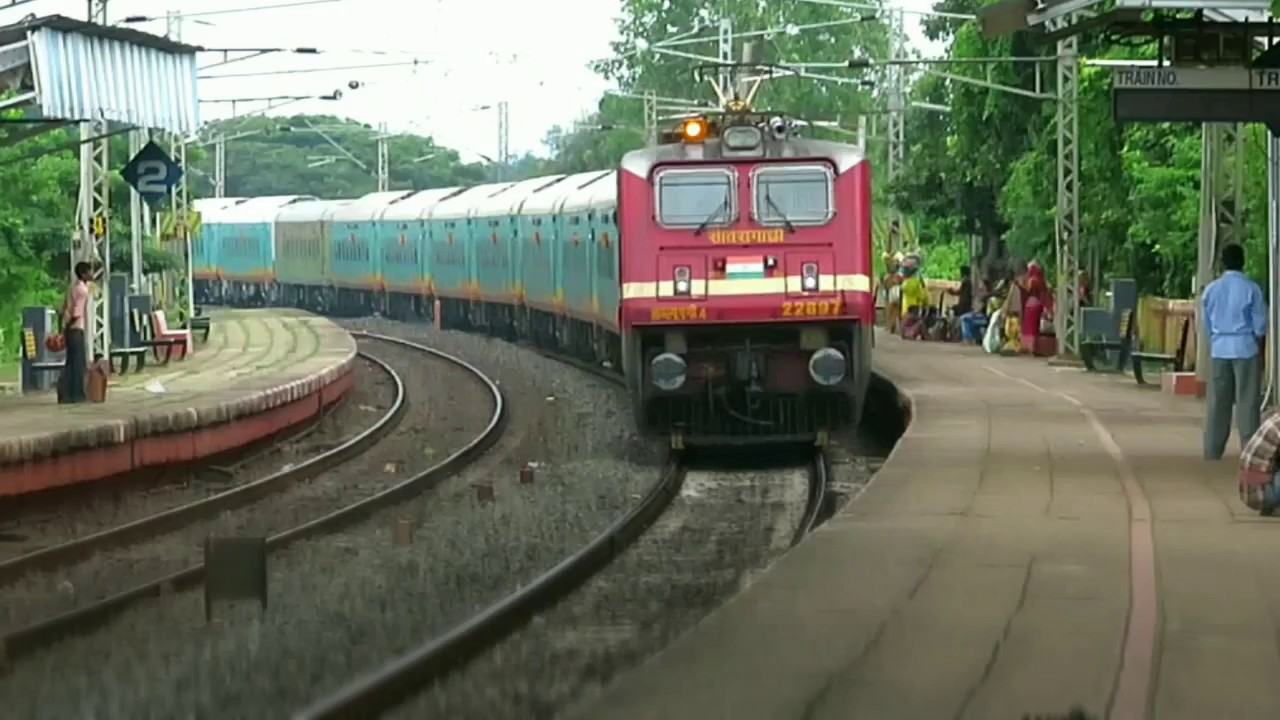 20889 UP HWH-BZA HUMSAFAR EXPRESS Blasting at KHIRAI.