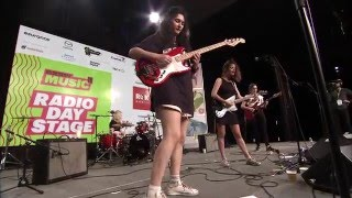 """Hinds - """"Garden"""" (Live at SXSW)"""