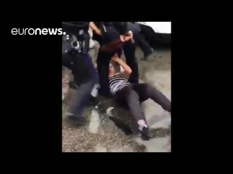 Philadelphia police officer beats teen during brawl