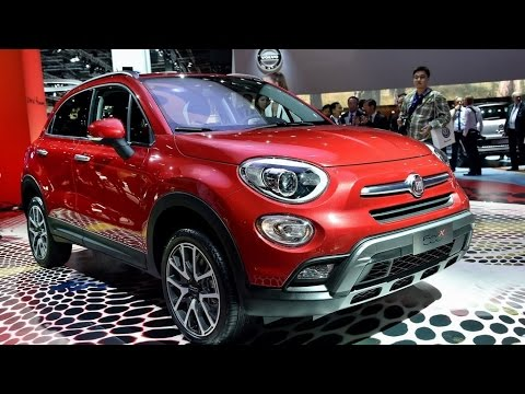 fiat 500x crossover revealed live photos from paris youtube. Black Bedroom Furniture Sets. Home Design Ideas