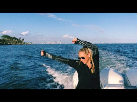 Anna Kournikova Dancings on El Baño  New Single by Enrique Iglesias
