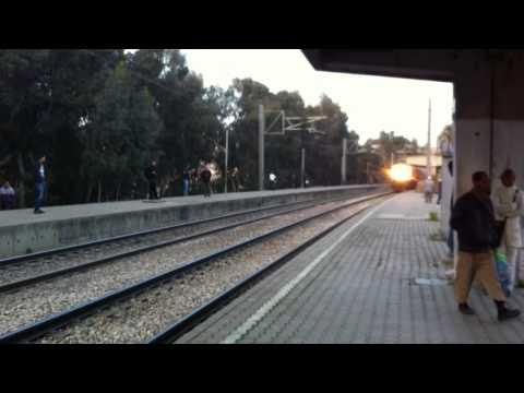 Passage rapide du B1 : train reliant alger et constantine.MOV