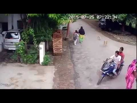 (Tailer Indian) chain snatchers caught on tape