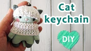 DIY. Cat kaychain + free pattern in description.