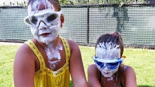 Sema ve Ayça yoğurt yarışmasında. Minişleri arıyoruz
