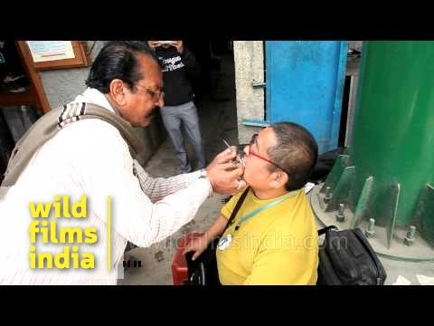 Indian dentist plies his trade - on the sidewalk!