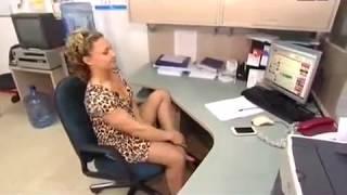 Необычный офисный фитнес в утреннем эфире! [Тренер жжёт!]