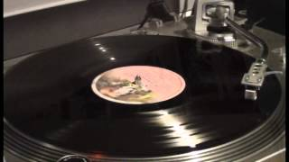Genesis - Fly on a Windshield / Broadway Melody of 1974. Vinyl rip.