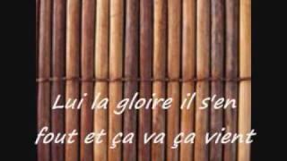 Il tape sur des bambous_Philippe LAVIL