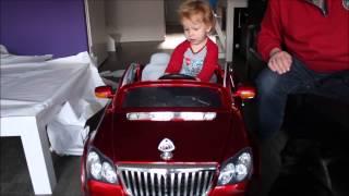 Finn pakt een échte auto uit - Finn unwraps a real car