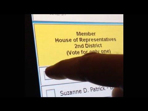 WATCH: Voting Machine Turns Republican Vote into Democrat Vote (Election 2014)