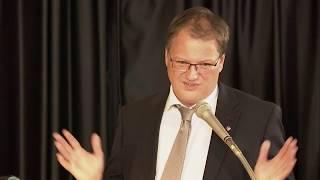 Landrat Olaf Schade  Laudatio zum Bundesverdienstkreuz für Dr. Karl Adamek 76dfedcd42