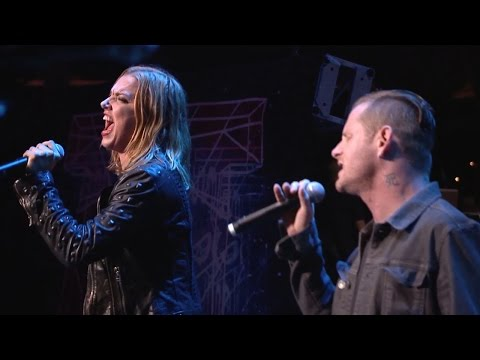 "APMAs 2015: Halestorm and Corey Taylor cover ""Hunger Strike"" [FULL HD]"