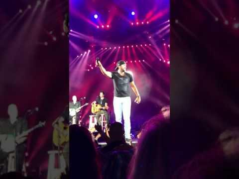 Sweet Caroline/Uptown Funk - Luke Bryan - Progressive Field (Cleveland, Ohio 7/15/17)