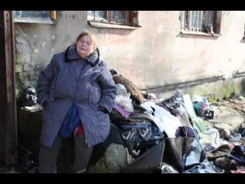 В Воронеже три дня не могли достать труп женщины, забившей мусором свою квартиру