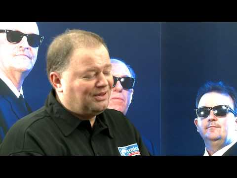 Raymond van Barneveld speaks to Stuart Pyke (Part 1)