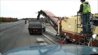 Milling Asphalt, Trucker