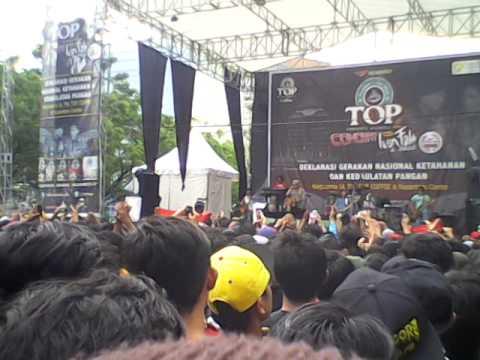 Iwan Fals-indonesia raya versi 3 stansa @universitas indonesia depok (UI)
