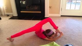 Маленькая гимнастка Лиза