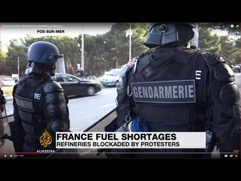 France on strike: Refineries blockaded by protesters