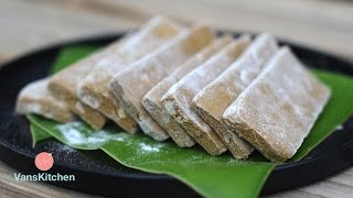 Vietnamese nutty ginger sticky rice bars (Bánh chè lam)