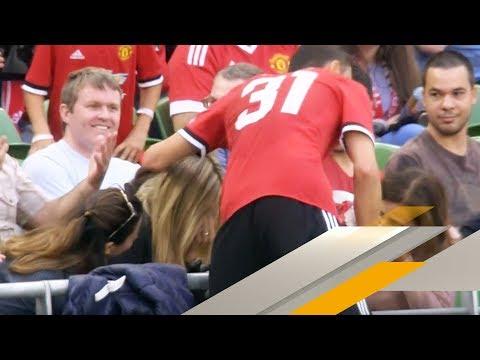 Autsch! Neuer United-Star Matic schießt Fan-Schönheit ab | SPORT1