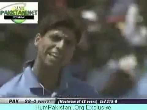Ashish Nehra Abusing Dhoni in hindi.flv