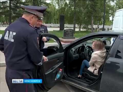В Красноярске провели масштабный рейд против тонированных автомобилей