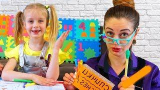 Марго снова в ШКОЛЕ на уроке - Мама как Учитель